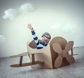 Creativi con le ali: costruite un aeroplano di cartone