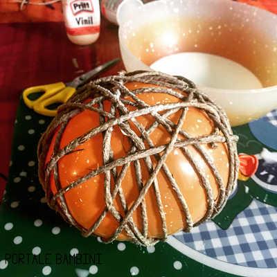 palline di natale con spago e palloncino 3