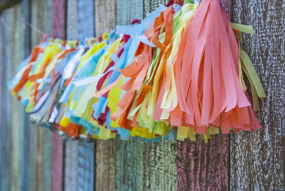 Festoni di carta e ghirlande fai da te portale bambini - Decorazioni per feste fai da te ...