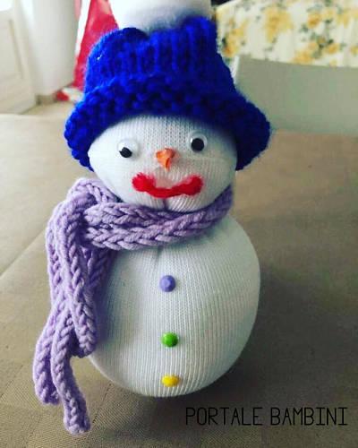 pupazzo di neve con un calzino istruzioni tutorial 3