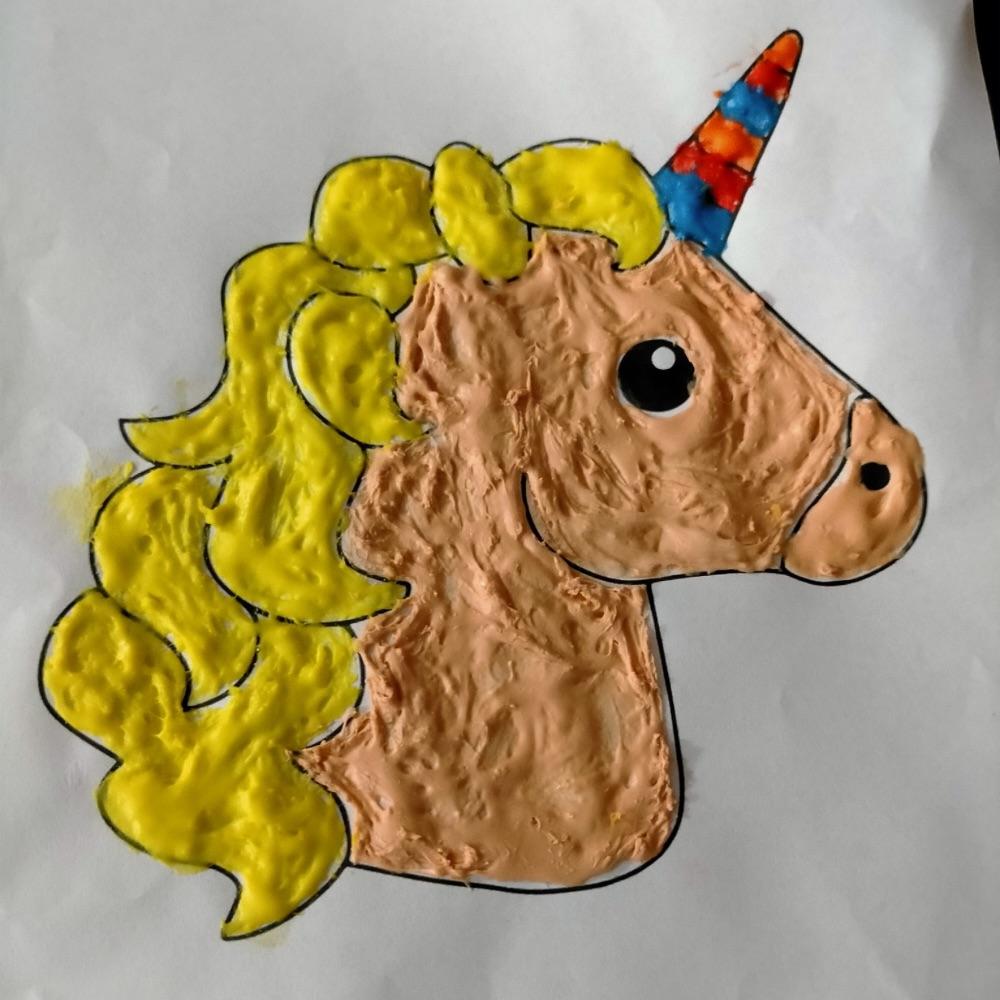 esempio di puffy paint unicorno