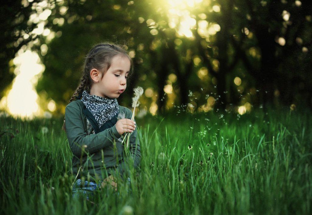 bambini che crescono nella natura
